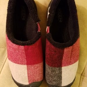 KEEN Slipper/Shoes Black and Red, Size 8